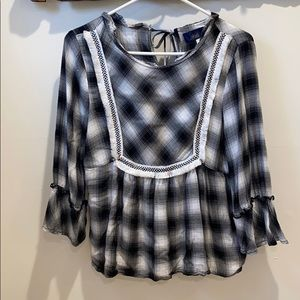 Plaid black and white blue rain flannel top med